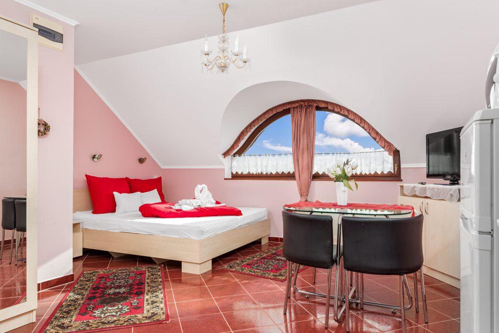 6-os Rózsaszín álom nappali és panoráma